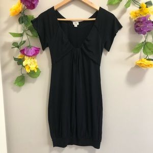 Aritzia Wilfred Black Short Sleeved Tunic